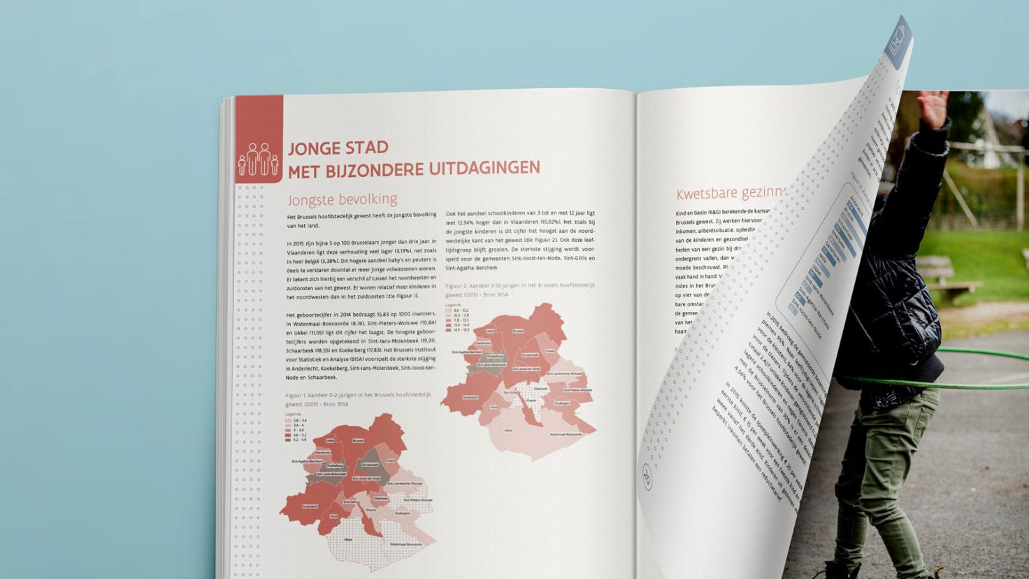 """Open boek met als artikel titel """"Jonge stad met bijzondere uitdagingen"""""""